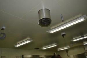 調理場空間のオゾン気相殺菌器 (エアーセキュリテイ)×6台